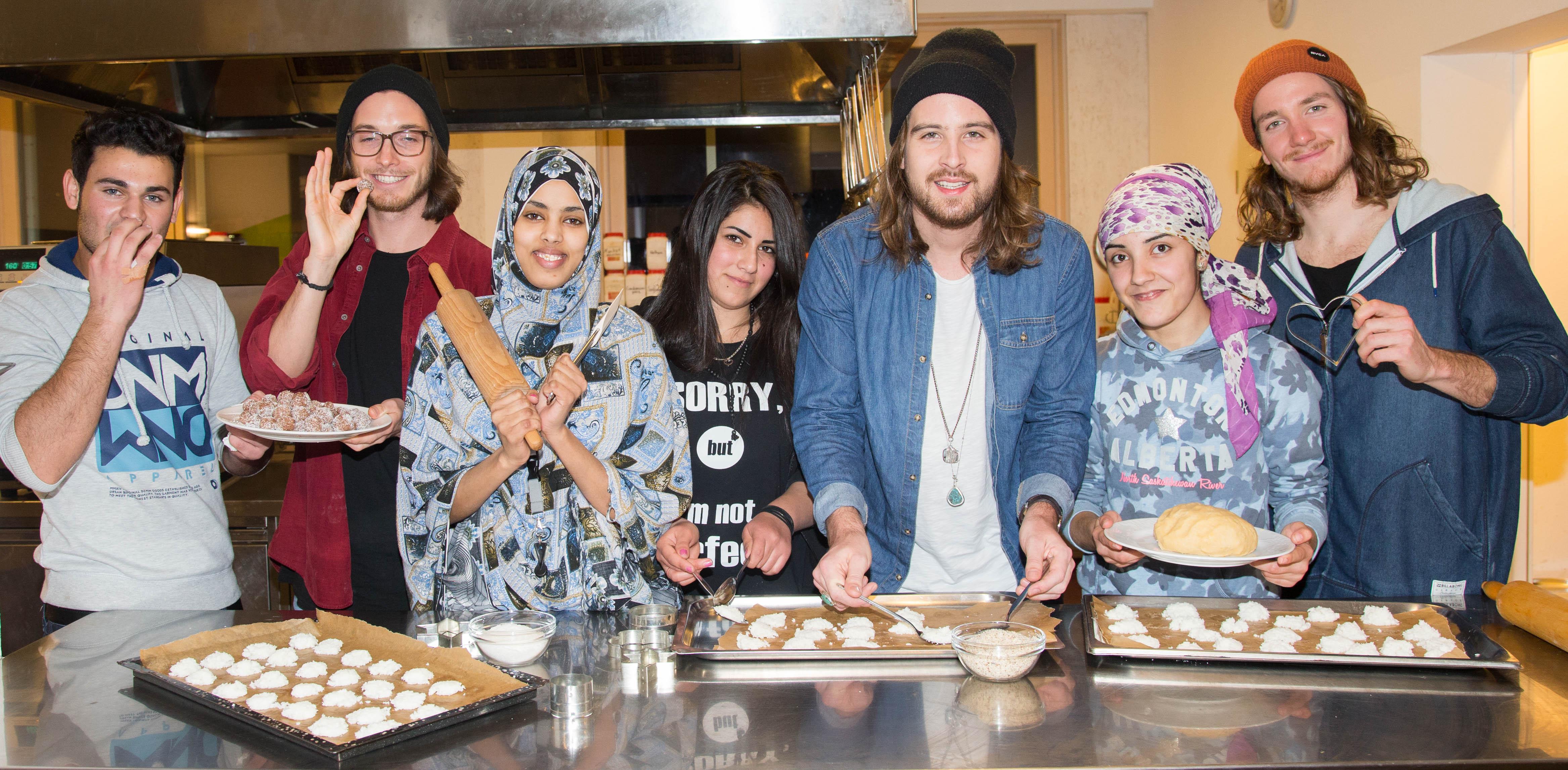 Die Keks-Crew v.l.n.r. Mohamed, Florian Meindl , Awa, Neiven, Dominic  Muhrer, Jilan und Markus Christ. (Foto: Mike Vogl)