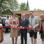 Feierlich eröffnet haben den Lebensgaraten Architektin Simone Kamleitner, Landeshauptmann Wilfried Haslauer, Bürgermeister Hermann Scheipl und Vizebürgermeister Harald Kindermann eröffneten am vergangenen Wochenende (LMZ/Franz Neumayr)